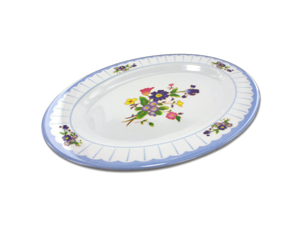 Oval plate with flower design