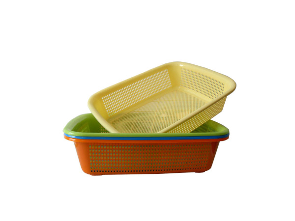 Oblong plastic basket, assorted colors